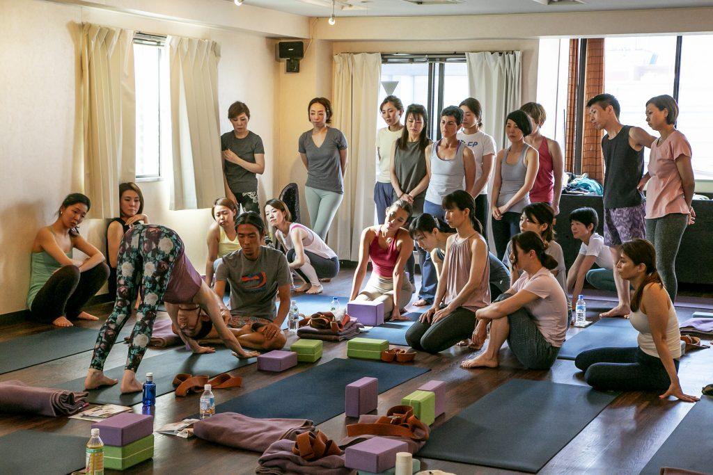 シンプルに生きるためのヨーガ~Yoga is a way of life~,Amrita Toshi